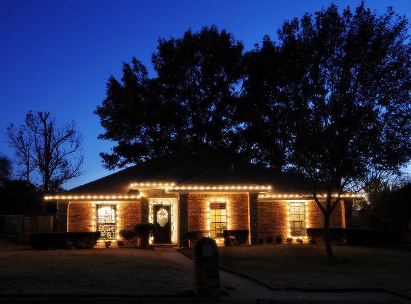christmas lighting example 01-600x444